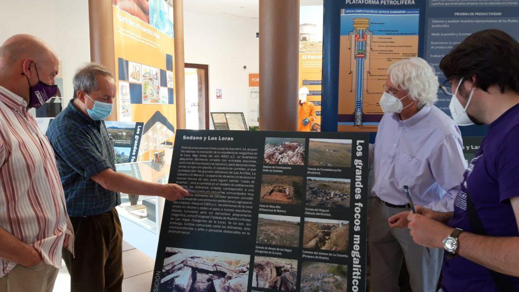 Los autores en la presentación de la exposición